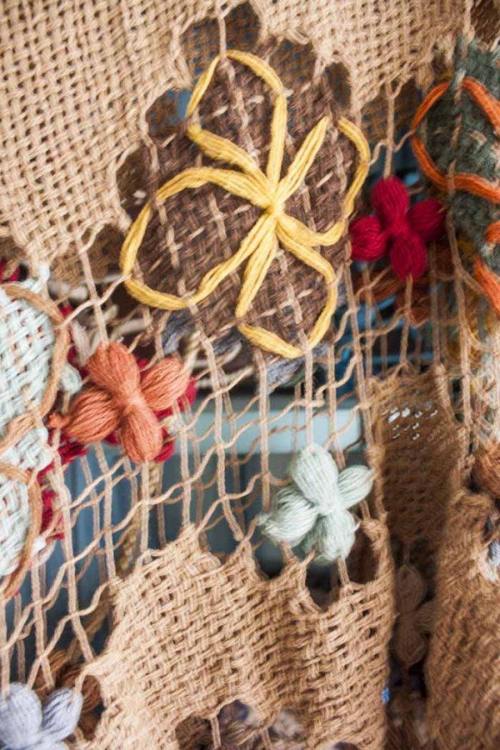 bohemian gypsy poncho braziliaans knoopwerk beige met herfstkleurtjes