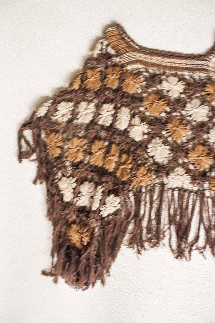bohemian gypsy poncho braziliaans knoopwerk donkerbruin beige