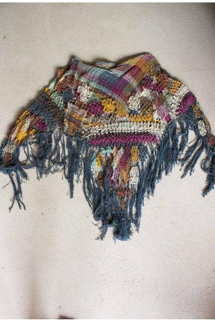 bohemian gypsy poncho braziliaans knoopwerk grijsblauw met kleurtjes