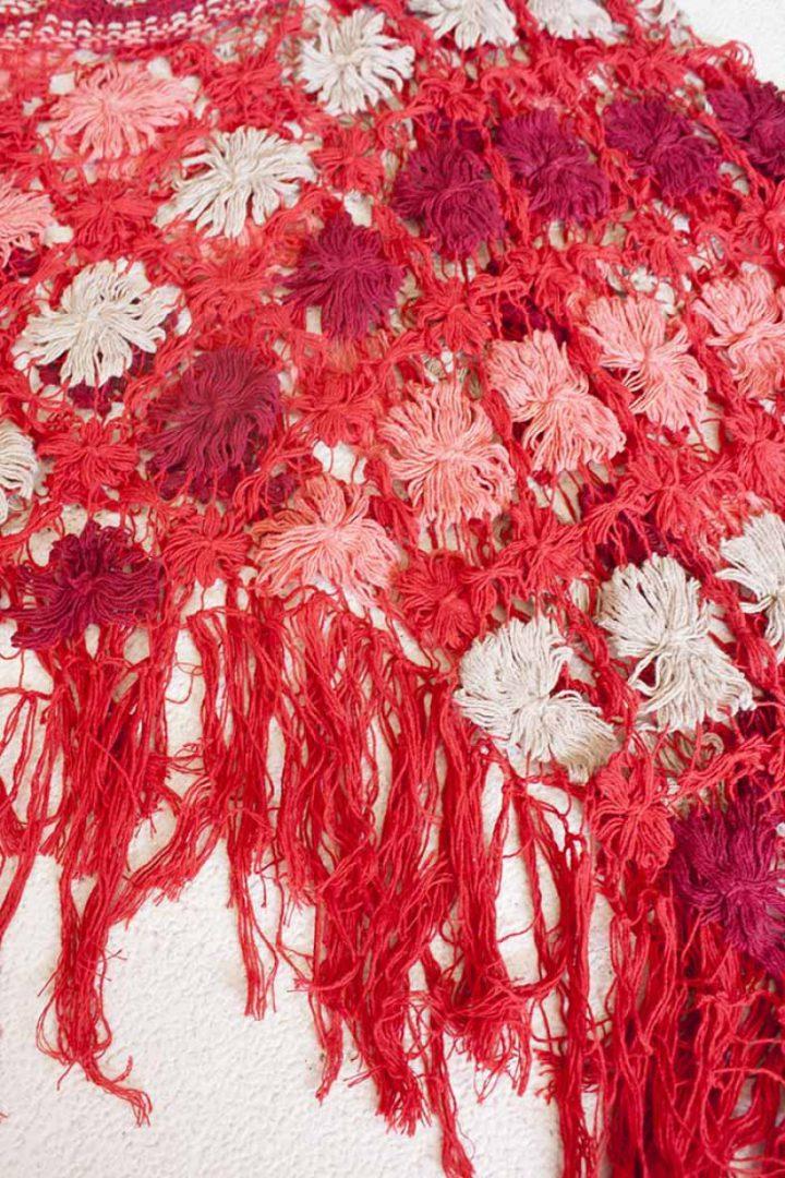 bohemian gypsy poncho braziliaans knoopwerk rood met koraal en wit