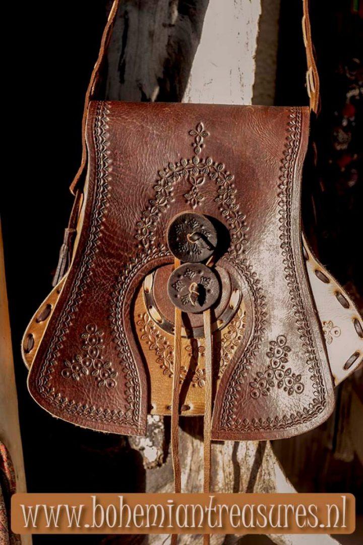 leren handgemaakte schoudertas gitaarvorm drie kleuren bruin