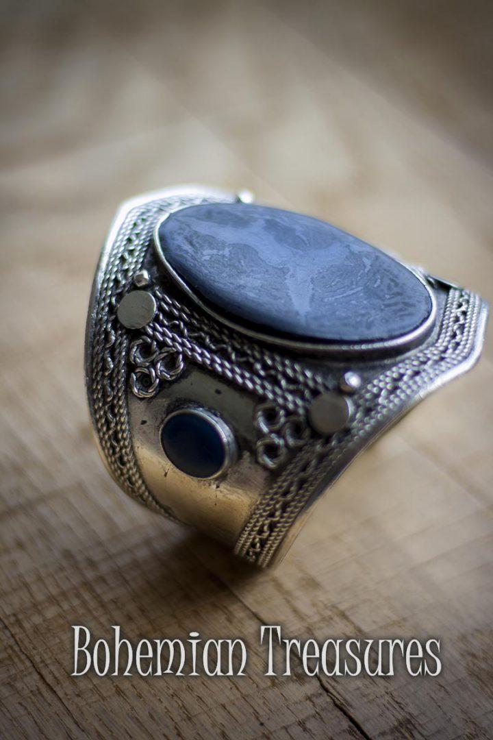 manchet armband messing met grote zwarte steen