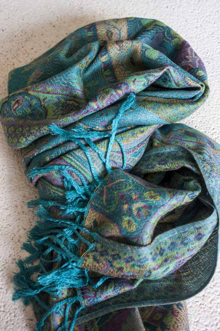 pashmina sjaal licht turqoise met pastel kleurtjes