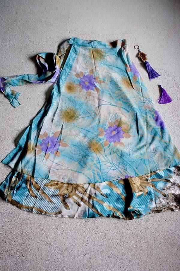 sari India wikkelrok gypsy licht turqoise met paarse bloemen