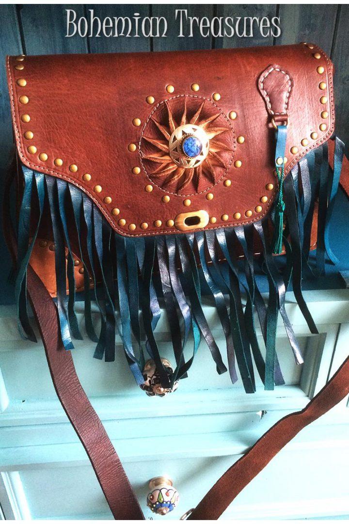 schoudertas van tuigleer met leren franjes en ornament handgemaakt eigen ontwerp