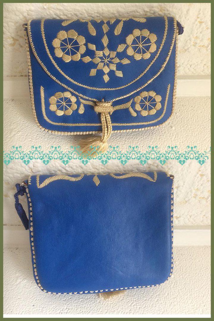schoudertasje leer kobaltblauw met zijde borduursel