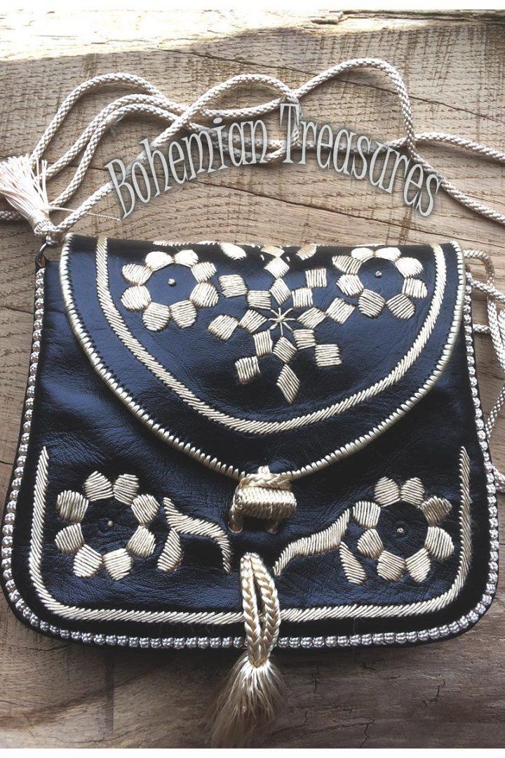 schoudertasje leer zwart met zijde borduursel