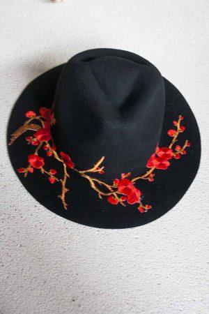 gypsy hoed zwart met rode bloemen