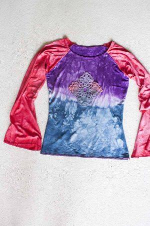 Gypsy shirt Tie dye rood blauw paars met haaksel