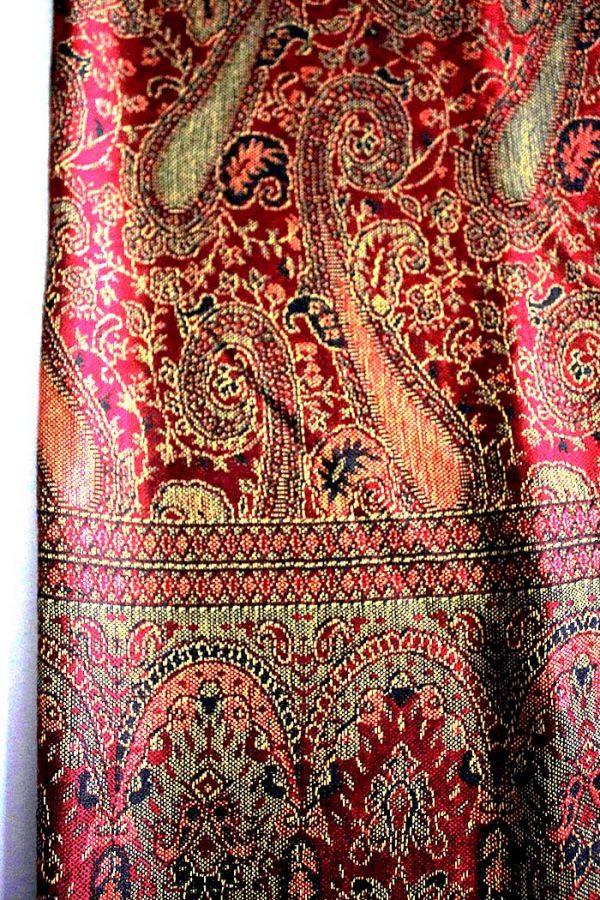 sjaal met franjes diep donker rood met cashmere weaving