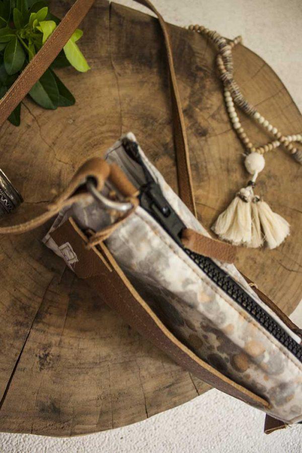 clutch handtasje geverfd katoen met bruin leer zwarte rits Vlinderz