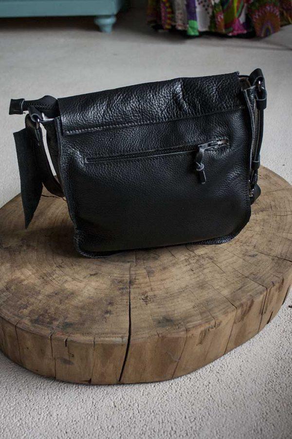 schoudertas zwart leer met flap meerdere vakken Vlinderz