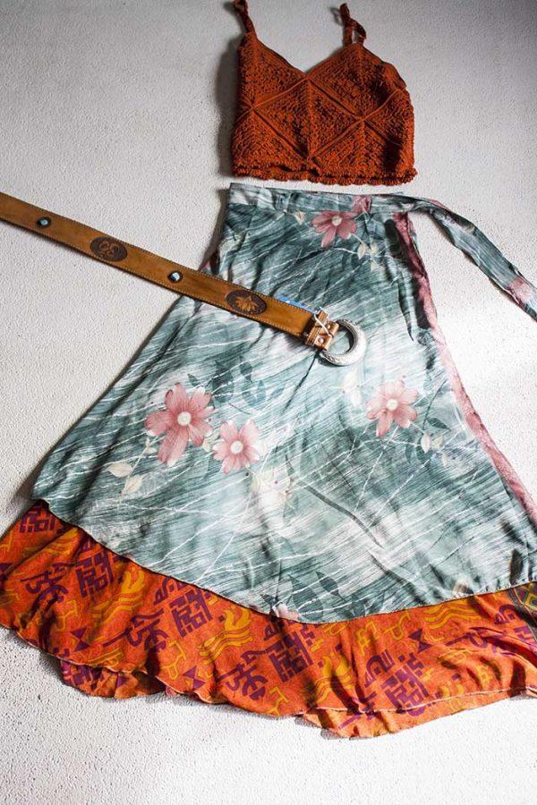 Magische sari wikkelrok  laags groengrijs met terra bloemen en oranje