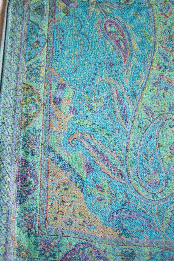 Pashmina sjaal met franjes licht turqoise met kleurtjes