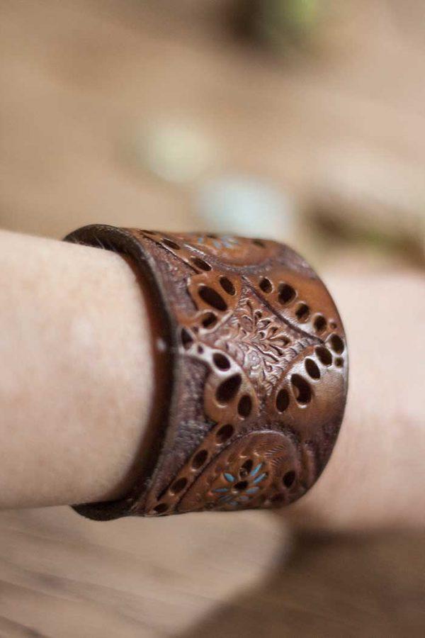 Armband tuigleer recht breed met veel deco
