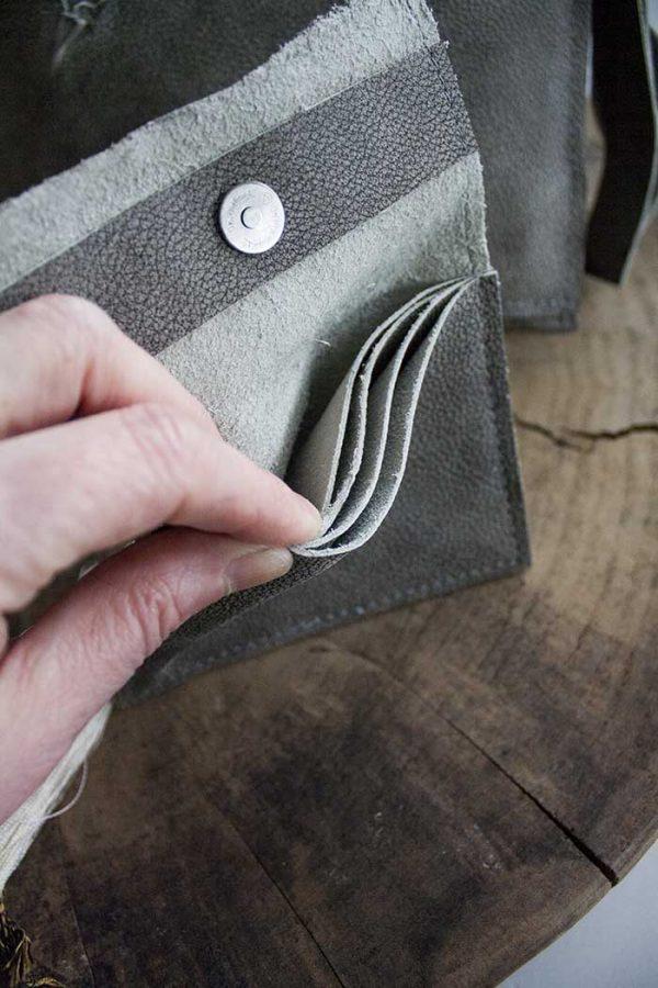 clutch grijs leer met portemonnee