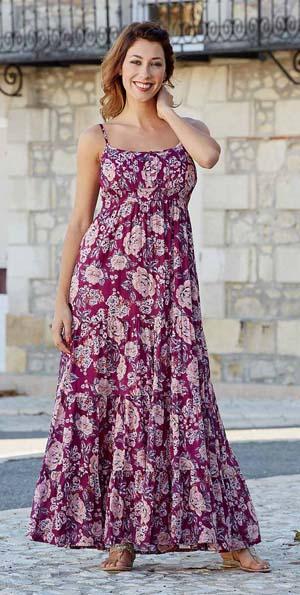 Lange jurk in donkerroze met lichtere roze rozen