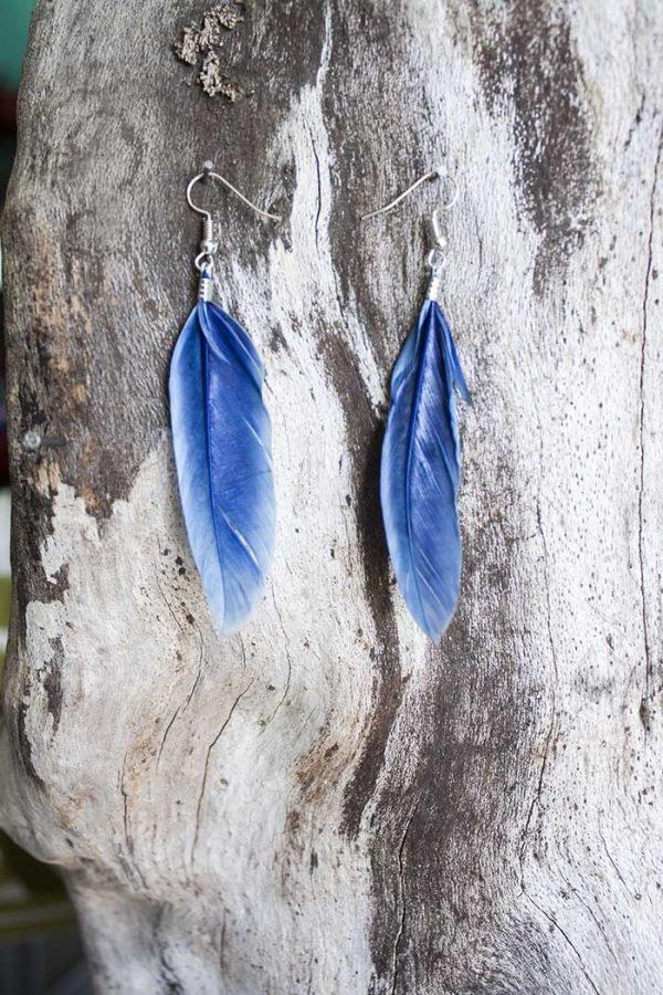 oorbellen enkele geverfde veer blauw
