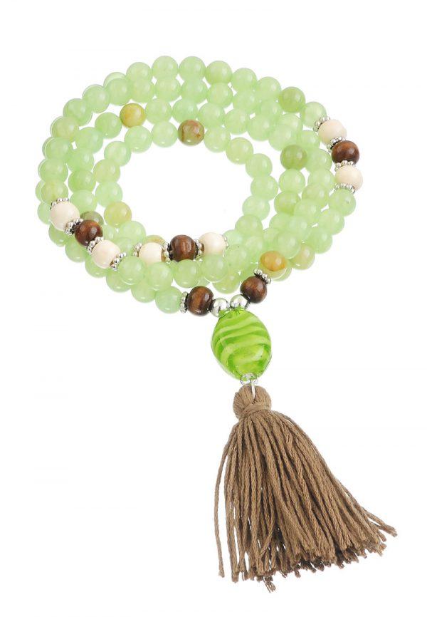 Boho mala ketting  kralen groene jade kralen en donker beige kwast