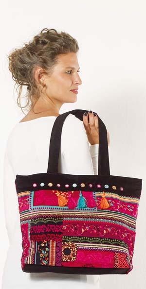 Handtas schoudertas fluweelstof zwart met folklore print