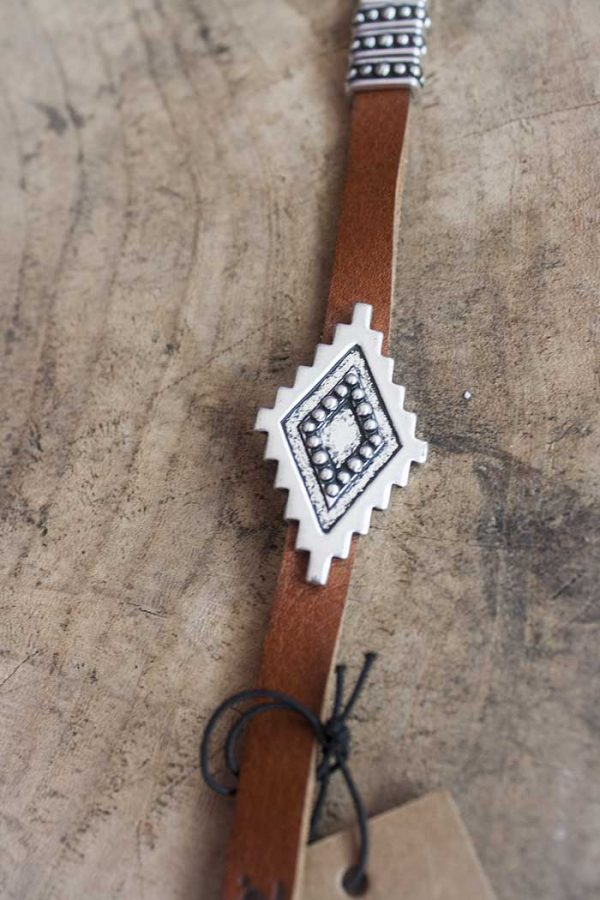 Armband leer met zilver ruitvormig ornament
