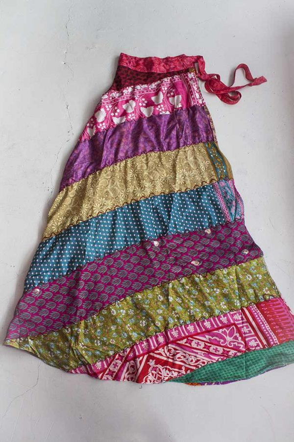 Multi print patchwork wikkelrok sari fabric design